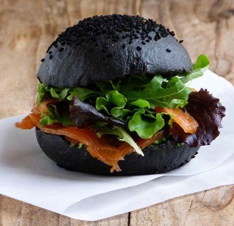 черный бургер от Watatsumi