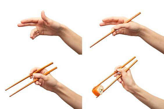 как брать палочки для суши правильно